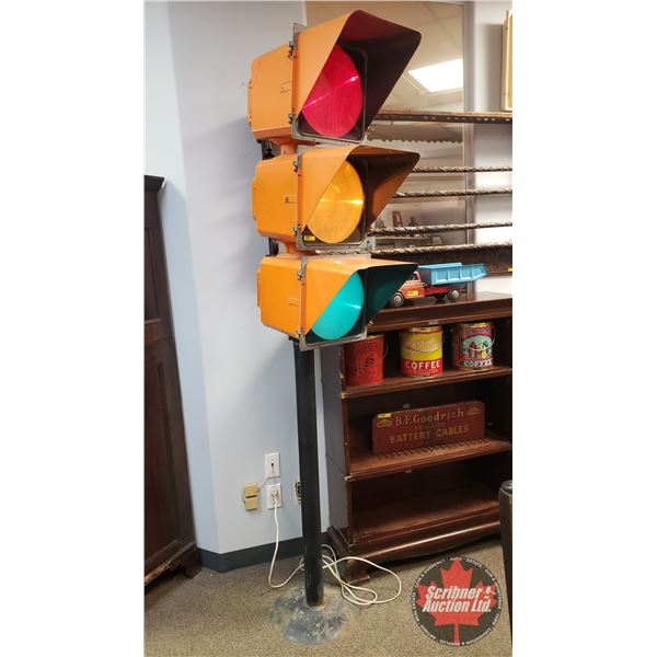 Electric Traffic Light / Pole (7ft Tall) (Note: Tall/Heavy - Pick Up suggested)