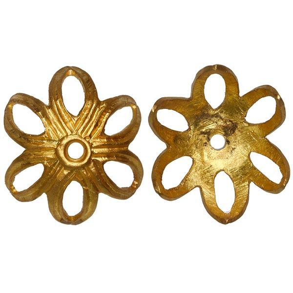 Gold florette from a rosary bead, ex-Santa Margarita (1622).