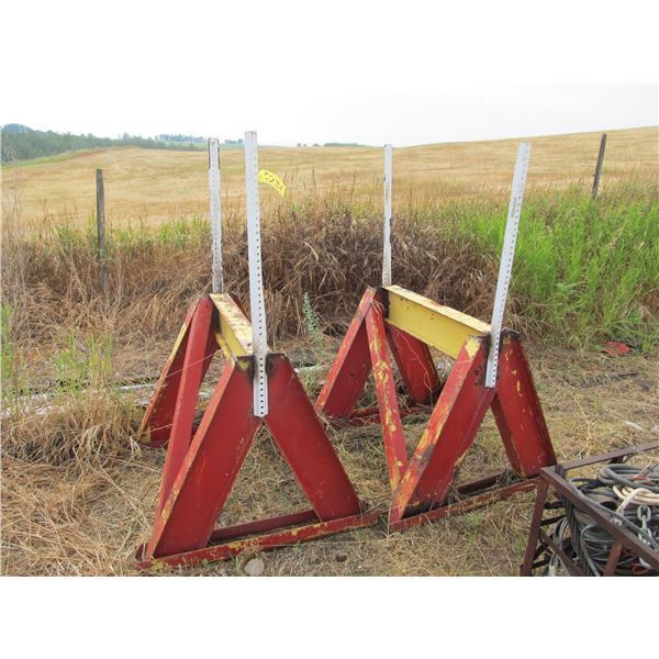 2 PIPE STANDS