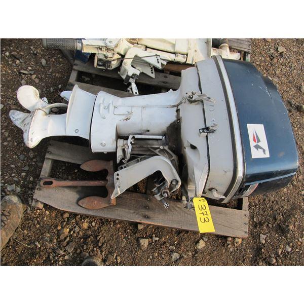 JOHNSON 40 HP OUTBOARD MOTOR (NEEDS REPAIR)