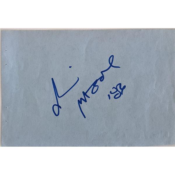 Demi Moore Signature Cut