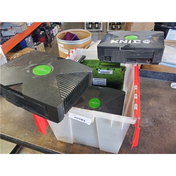 TOTE OF 4 ORIGINAL XBOX CONSOLES AND REMOTE