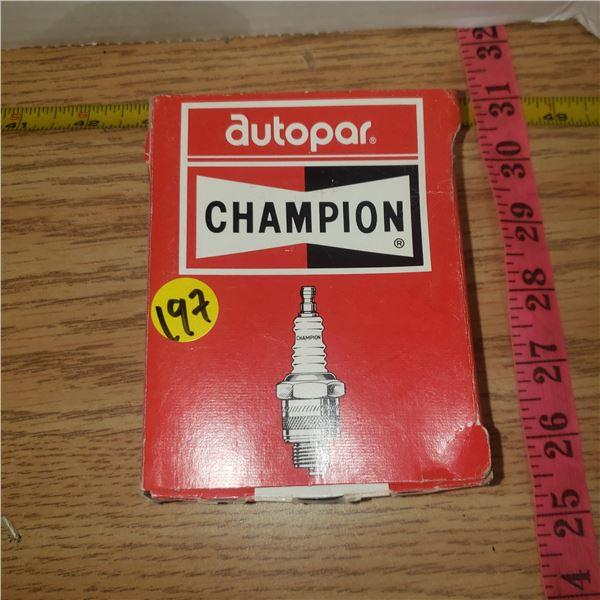 4 X vintage champion spark plugs