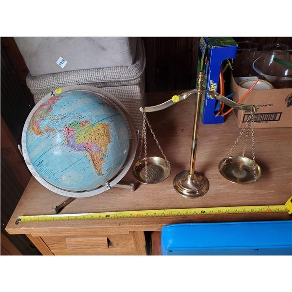 WORLD GLOBE & DISPLAY BALANCE SCALE
