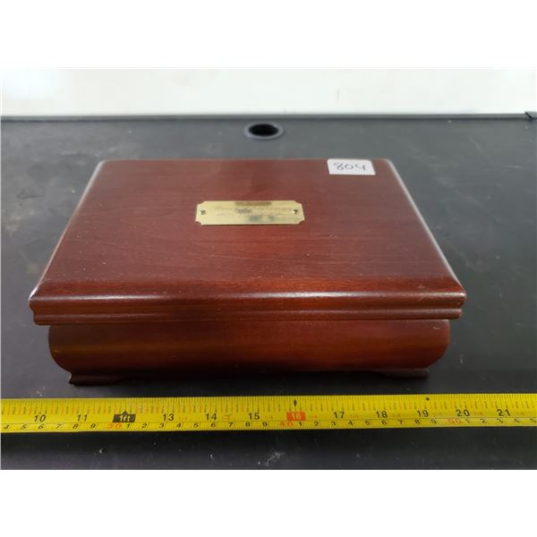 """CHERRY FINISH WOODEN JEWELRY BOX """"CROSS JEWELLERS"""" INGRAVING ON PLATE """"MERRY CHRISTMAS"""""""