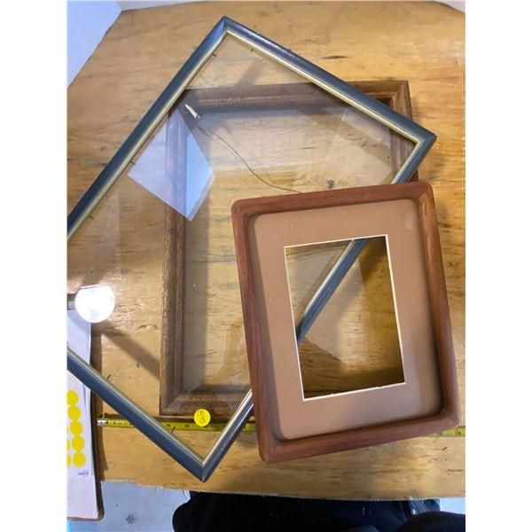 3 frames One has no glass