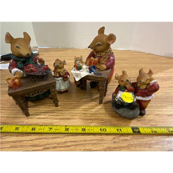 3x Mice at Christmas set Nice set, one with broken table leg.