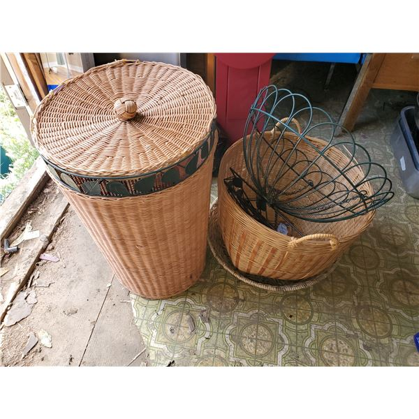 LOT OF BASKETS -LAUNDRY & PLANT