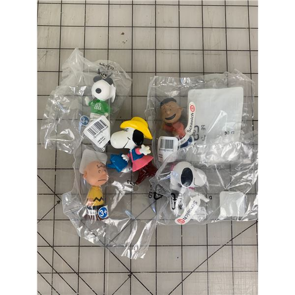 LOT OF CHARLIE BROWN SNOOPY TOYS MADE BY SCHLEICH