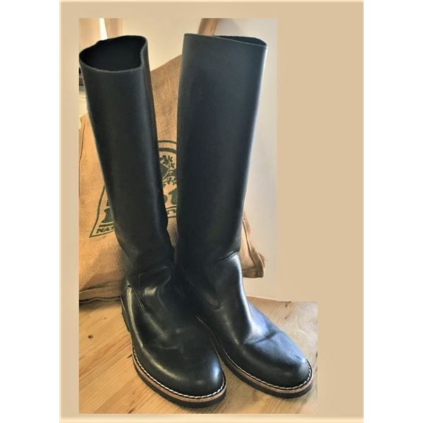 Women's Boots - Roots Brand Size 8.5 - NEW in Burlap Bag