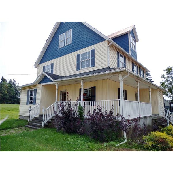 UPDATED EXTERIOR COMMERCIAL HOUSE  W EXTRA LOTS  IN SHENANGO VALLEY
