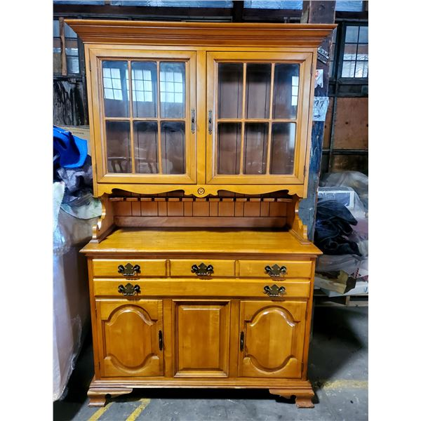 BEAUTIFUL HARD ROCK MAPLE 2 PC COLONIAL CABINET W/DB GLASS DOORS OVER 4 DRAWERS/ 2 DOORS