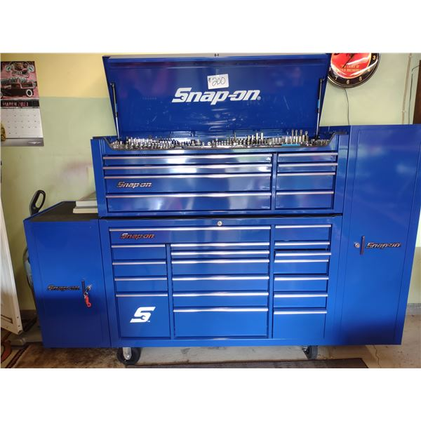 4 PC LIKE-NEW ROLLING SNAP-ON TOOL BOX, SHOWROOM CONDITION (LOOKS NEW)