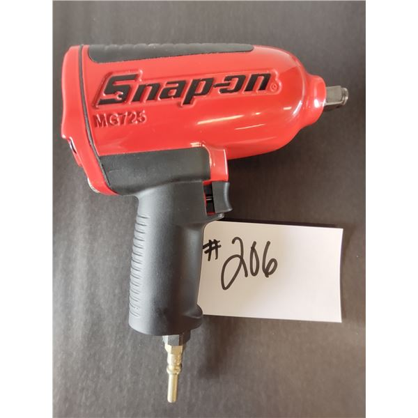"""LIKE-NEW SNAP-ON MG725 HEAVY DUTY AIR IMPACT WRENCH, 1/2"""" DRIVE"""