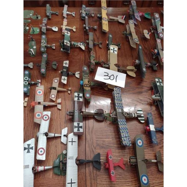 HUGE COLLECTION OF VINTAGE ASSORTED WWI AND WWII MILITARY AIRCRAFT & GROUND CREW MODELS, AXIS AND AL