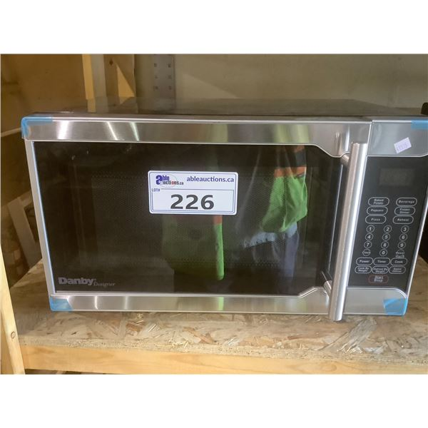 DANBY 0.7 CU FT MICROWAVE OVEN MODEL DMW07A2BSSDD (TESTED WORKING)