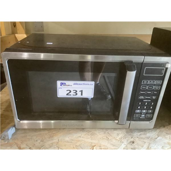 INSIGNIA MICROWAVE OVEN MODEL NS-MW07SS1-C (TESTED WORKING/MISSING TRAY)