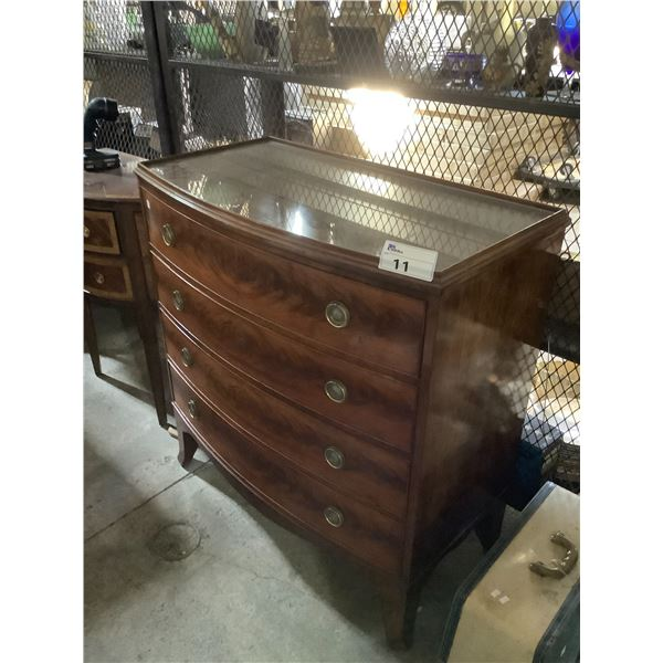4 DRAWER FLAMED MAHOGANY ANTIQUE DRESSER WITH FITTED GLASS TOP