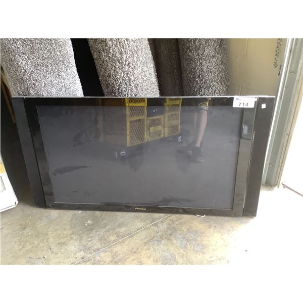 """PIONEER 50"""" PLASMA TV MODEL #PDP-506PU FOR PARTS OR REPAIR WITH 2 PIONEER SOUND BARS CRACK ON TOP,"""