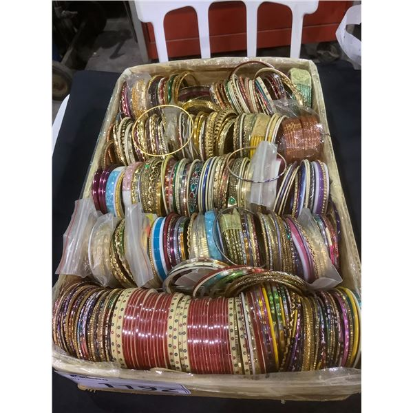 TRAY OF ASSORTED BANGLES