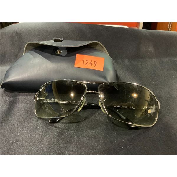 PAIR OF RAYBAN SUNGLASSES IN CASE (SCRATCHED)