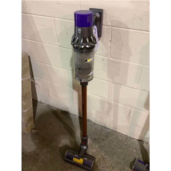 DYSON STICK VAC NO CHARGER MODEL #ZJ1-CA-KCA0443A (TESTED WORKING)