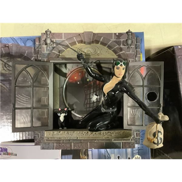 GOTHAM CITY STORIES CAT WOMAN LIMITED EDITION COLLECTIBLE FIGURE 0651/2000