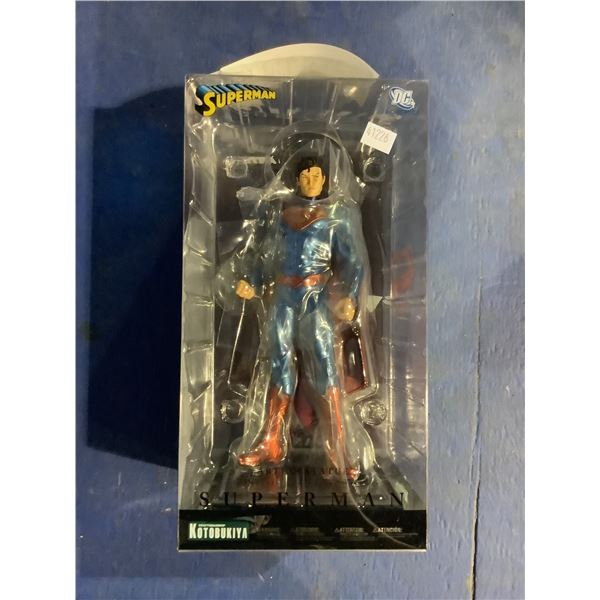 SUPERMAN COLLECTIBLE ARTFX + STATUE