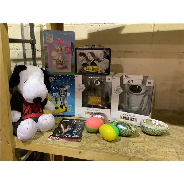 ASSORTED COLLECTIBLES INCLUDING THE THREE STOOGES METAL LUNCH BOX & TOYS INCLUDING: SNOOPY PLUSH,
