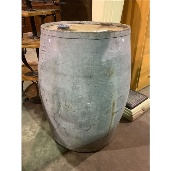 """ANTIQUE """"THE IMPERIAL OIL COMPANY"""" DRUM 22"""" DIA X 34"""" HEIGHT"""