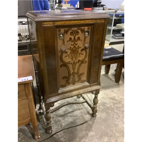 """ANTIQUE WESTING HOUSE 99A RADIO APPROX 22.5"""" X 16.5"""" X 44.5"""""""