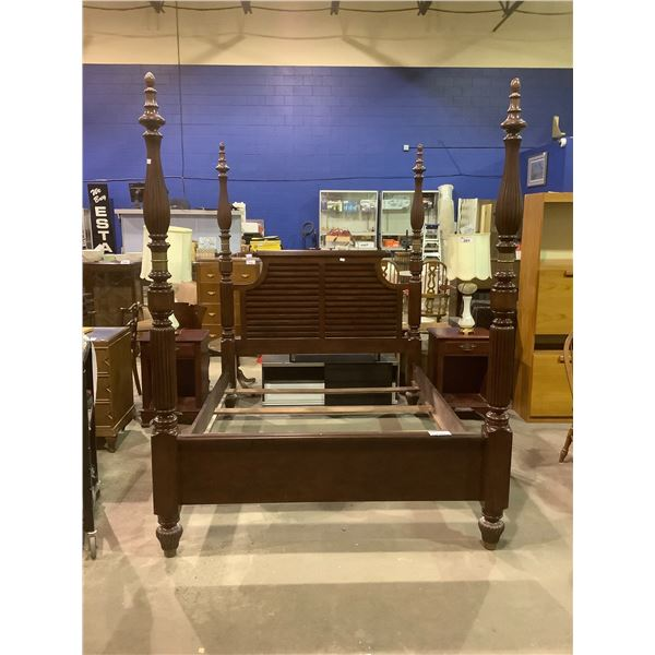 4 POST QUEEN SIZE BED FRAME WITH 2 NIGHT STANDS