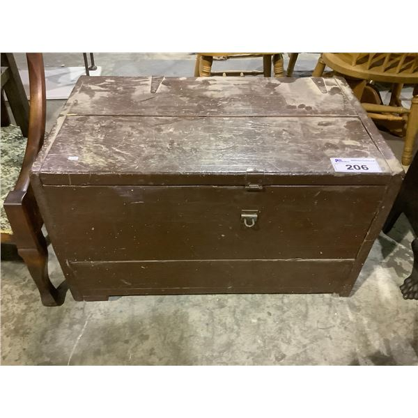 VINTAGE ROLLING CHEST WITH CONTENTS MOSTLY TOOLS