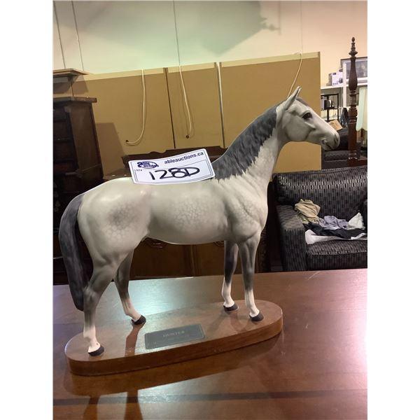 "BESWICK HORSE ""HUNTER"""