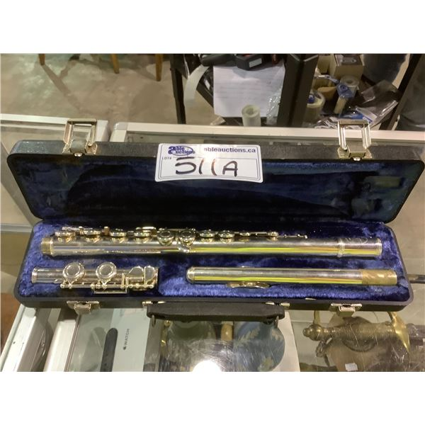 W. T. ARMSTRONG FLUTE WITH HARD CASE