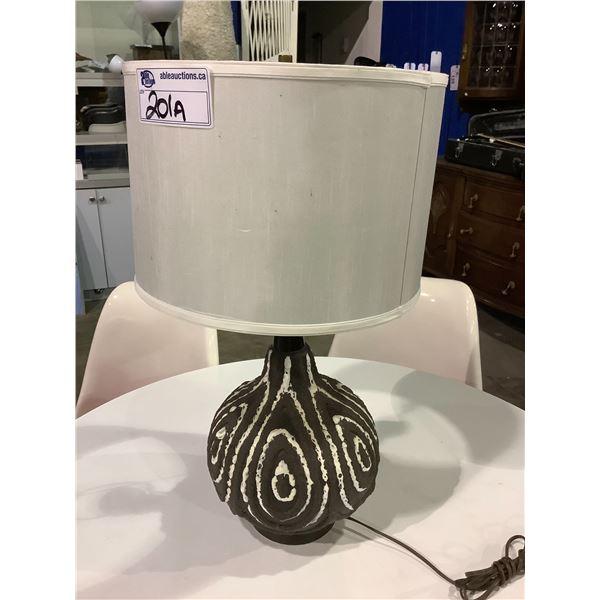 MID CENTURY MODERN FAT LAVA BROWN & WHITE CERAMIC TABLE LAMP