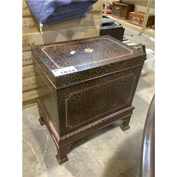 LEOPARD PRINT CHEST WITH KEY