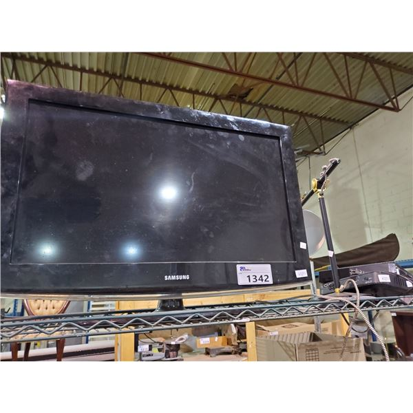 """SAMSUNG 32"""" HDTV, TABLE LAMPS, CABLE BOXES"""