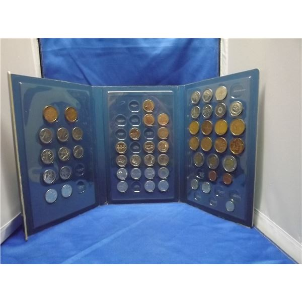 2009 Scholastic Deluxe Canadian coin collection album (D&M)