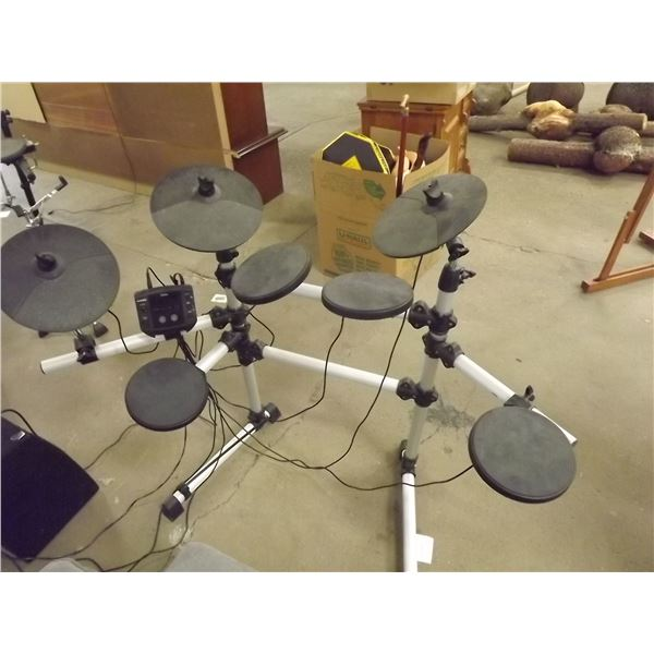 Univox electronic drum kit (O)