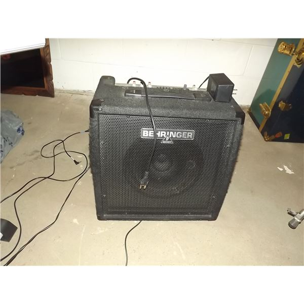 Small vintage Amp Behringer (O)
