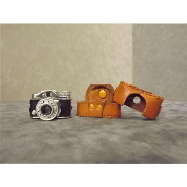Vintage spy camera in case (PM)