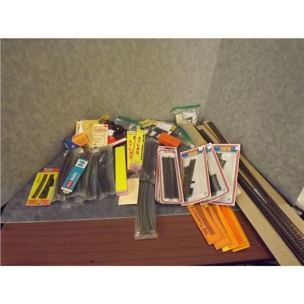 1 Box HO and HOE train set accessories (TS)