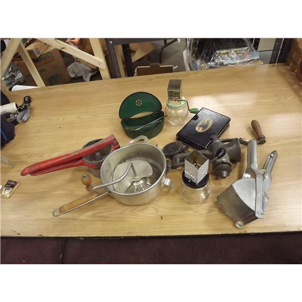 Large lot of vintage kitchen items (O)