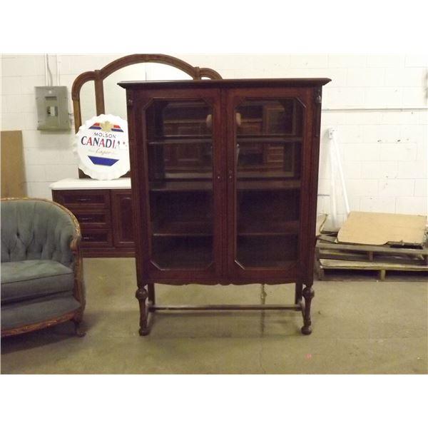 Antique China Cabinet. 4 shelves (O)