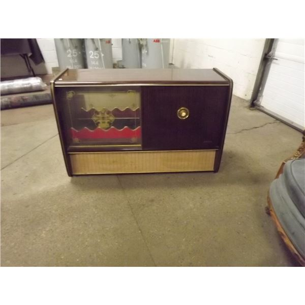Mid-century modern stereo & liquor cabinet with short wave radio, and record player (O)