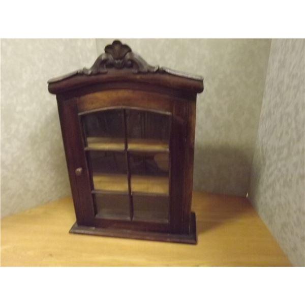 Antique display cabinet (O)