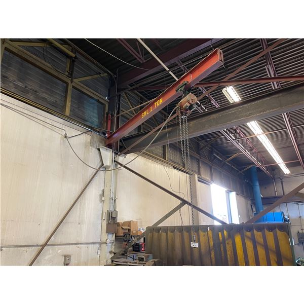 ** RED YALE 1/2 TON ELECTRIC SHOP CRANE WITH STEEL JIB ARM