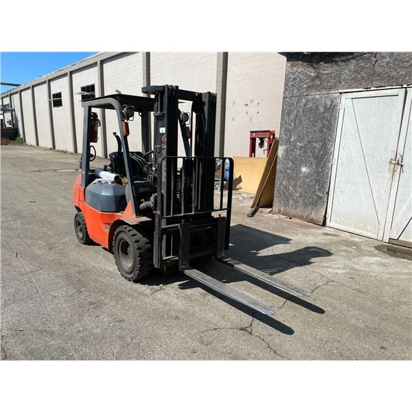 *SEPT 27 3PM* TOYOTA 7FGU25 ORANGE 4500 LBS CAPACITY 3 STAGE 189'' MAST HEIGHT SOLID TIRE PROPANE