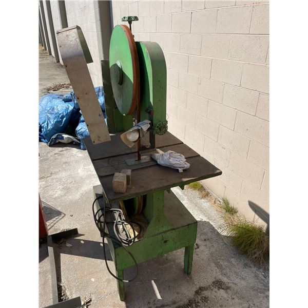 GREEN HEAVY DUTY INDUSTRIAL VERTICAL ELECTRIC BANDSAW